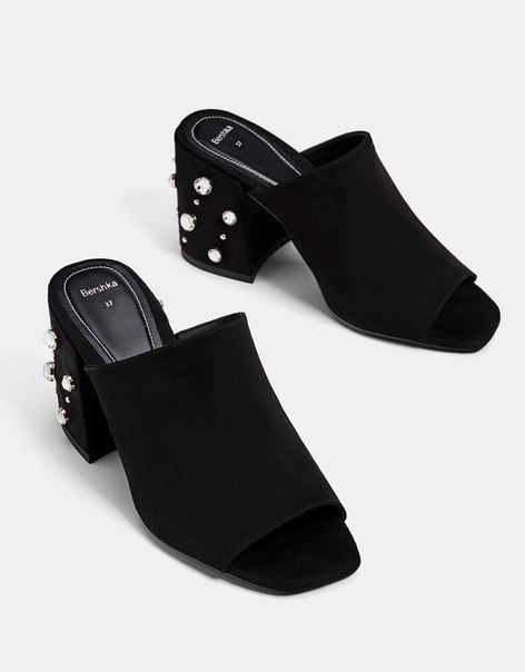 Туфли-мюли с декоративными деталями