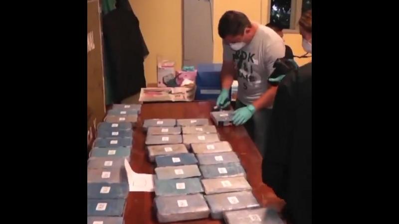 В посольстве России в Аргентине нашли 400 кг кокаина