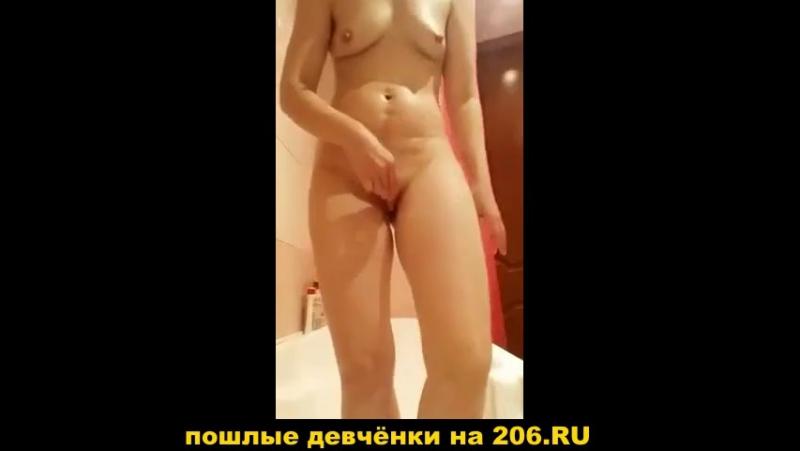 Морковочка мастурбирует мастурбация оргазм кончает секс порно