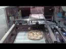 Упаковка пиццы на автоматическом термоусадочном аппарате Pratika 56 MPE