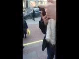 спасение птички, случайно залетевшую в метро)