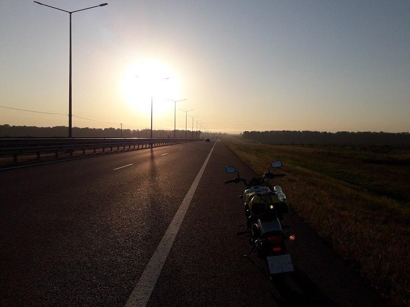 Рассвет где-то под Воронежем, примерно 1300 км от Питера