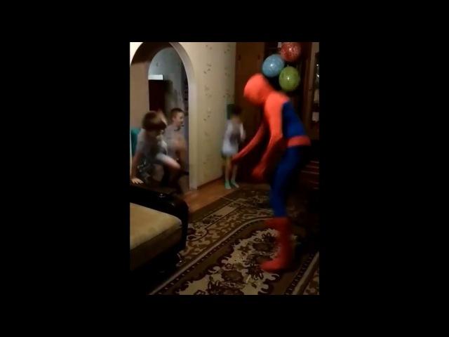 Фрагмент праздника с человеком-пауком