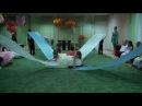 Танец с полотнами Небо на выпускном в детском саду