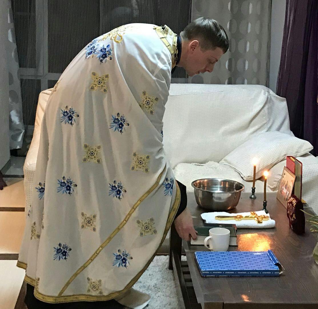 Сложности приходов в стране с коммунистической идеологией, где православная вера находится в полугонимом состоянии правдиво описывается священником Дионисием Голубевым.