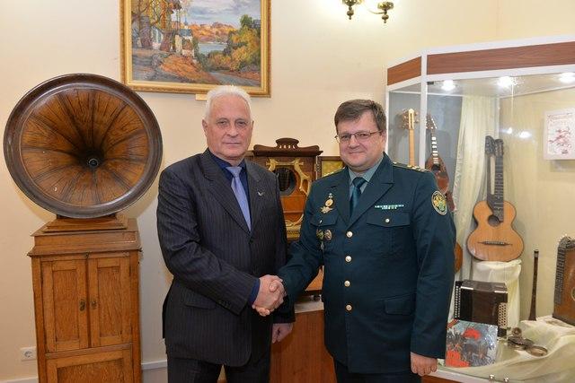 Таганрогские таможенники приняли участие в передаче культурных ценностей донским музеям