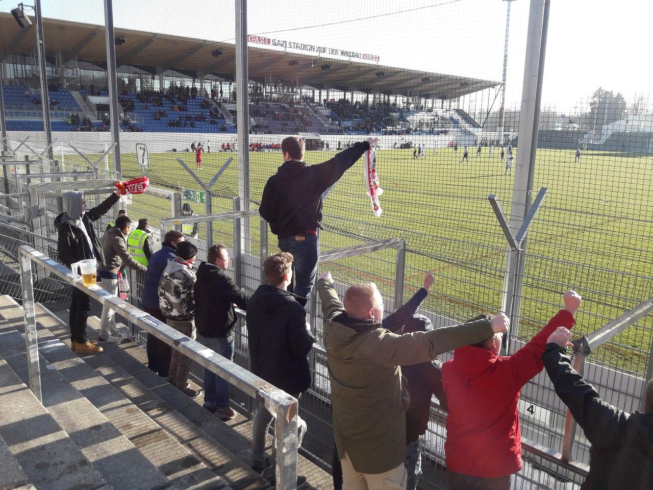 фанаты Штутгарта на дерби против кикерс