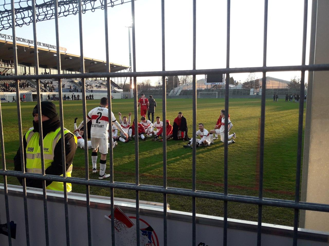 команда Штутгарте после победы в дерби