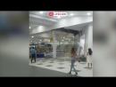 В Павлодаре в ТЦ обрушился потолок, не выдержав потока воды!