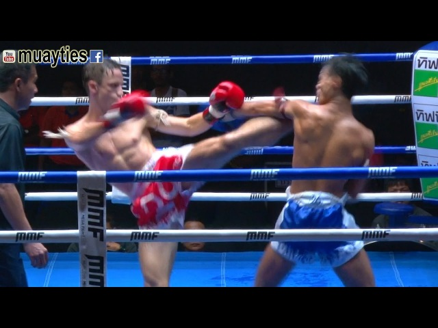 Muay Thai Knock Out - AWESOME SCISSOR HEAD-KICK K.O