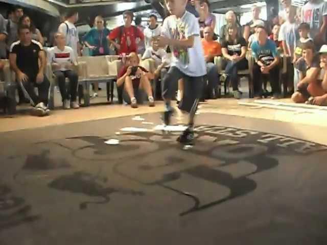 Bi-boy Grom from Sochi_braik dance 7 years