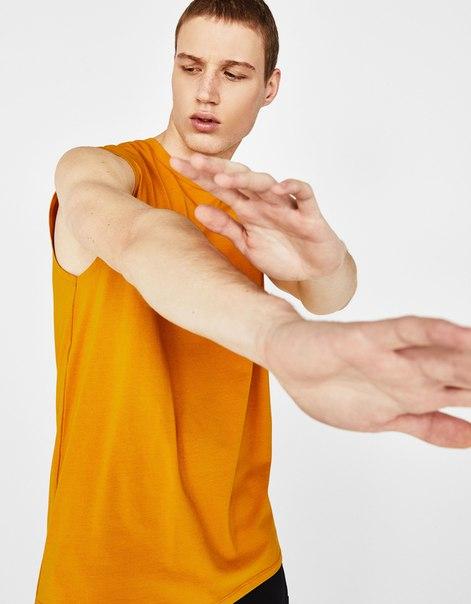 Спортивный топ из высокотехнологичной ткани