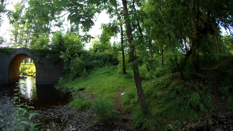 Каменный мост через устье Вязитского ручья, вода, роща, закат