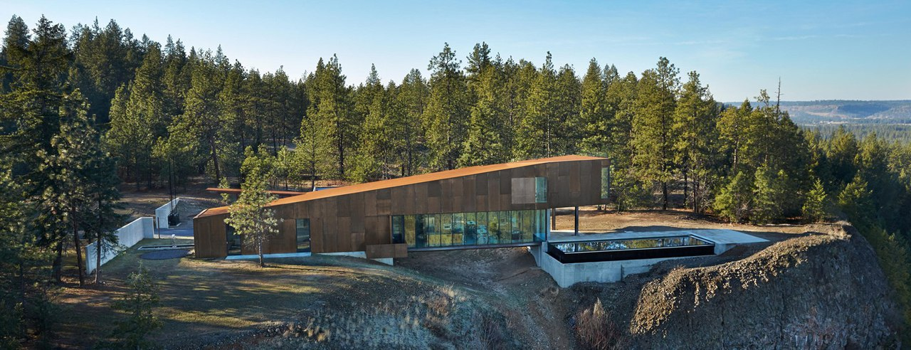 olson kundig embeds corten residence next to cliff edge
