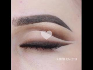 ТОП-2 эффектных макияжа со стрелочками! Как тебе?