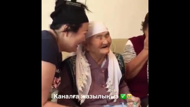 Әжесімен_әзілдескен_қыздары__medium