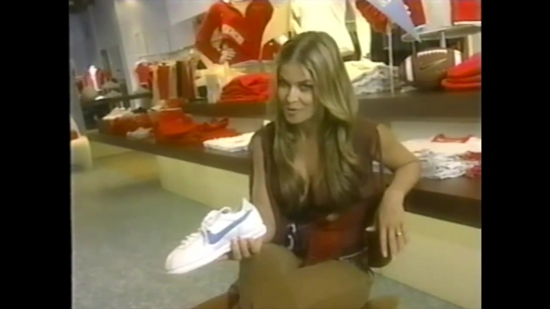 Carmen Electra Hosts Livin Large at Shopping Mall