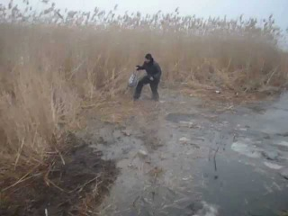 Чуть не провалился под лед зимняя рыбалка на осколе