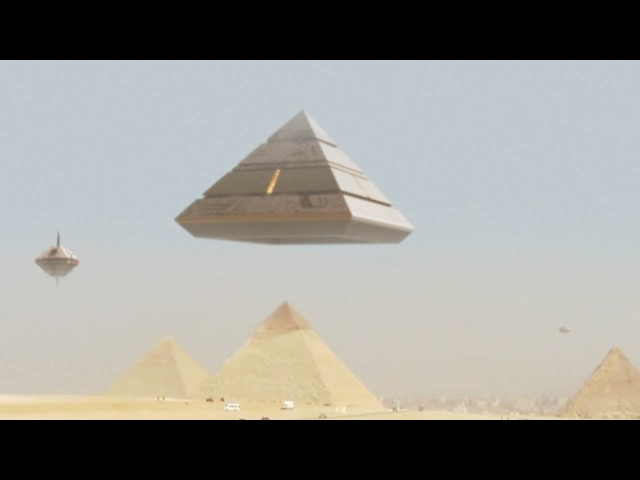 Amazing UFO Mothership lands on GIZA PYRAMID - Ancient Aliens are BACK February 2018