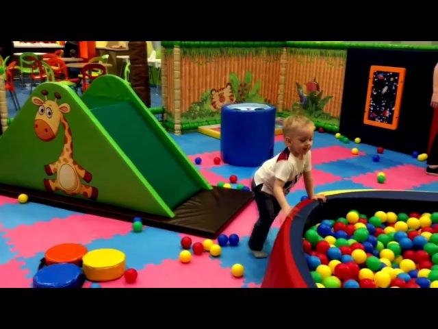Веселимся на игровой площадке, горки, препятствия, шарики. Playground, slides, obstacles, balls