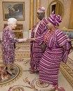 Королева Елизавета Ii на встрече с верховным комиссаром Нигерии Джорджем Огунтаде и его же…
