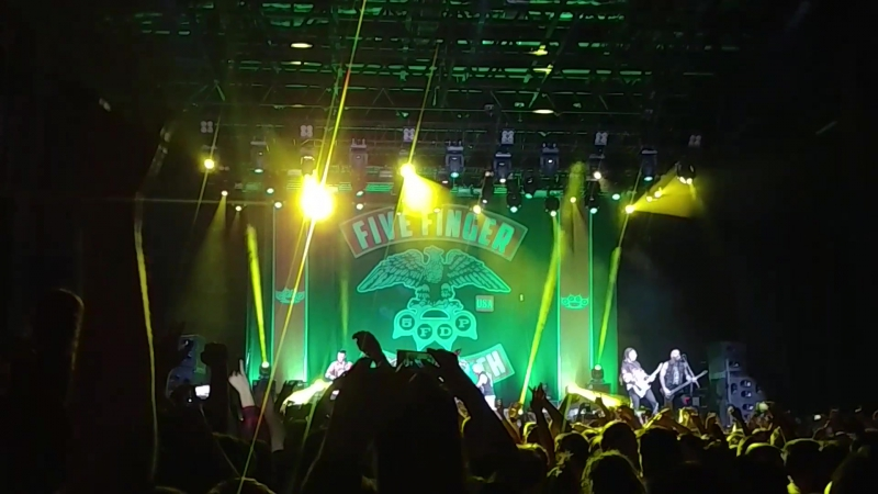 Five Finger Death Punch - Jekyll and Hyde (Live Moscow 9.11.2017)