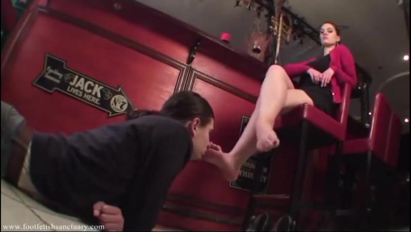Goddess Amanda Вылизал ножки в кафе Femdom Foot fetish Фут-фетиш slave licking feet mistress dirtyfeet heels