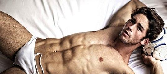 Гей-парни имеют друг друга не только в постели