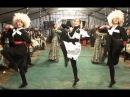 Крымскотатарские девушки танцуют лезгинку.