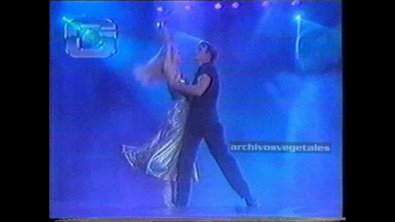 Patrick Swayze and wife Lisa dancing