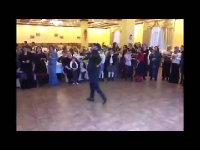 Иса Идрисов(Чеченец) танцует