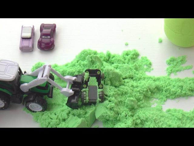 Сюрпризы и игрушки машины Киндер Сюрпризы из кинетического песка для детей Учим...