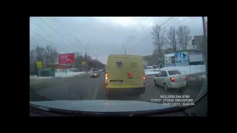 Авария. Столкновение инкассаторского фургона и Опель Антара.