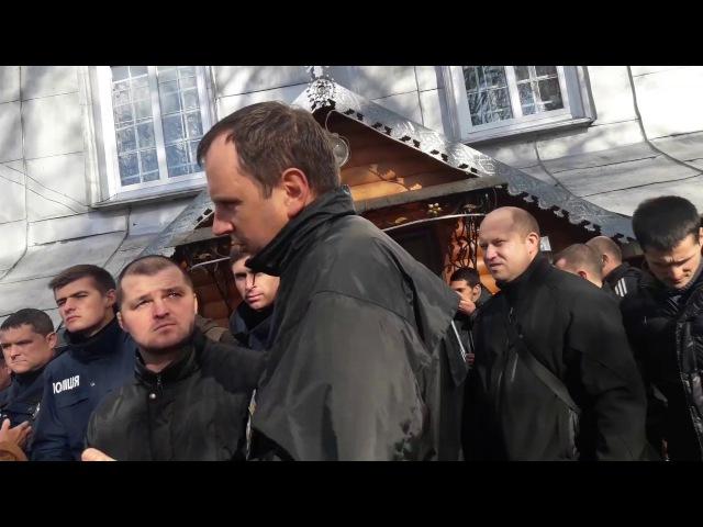 За сприяння поліції представники Київського патріархату захопили храм у Старом...