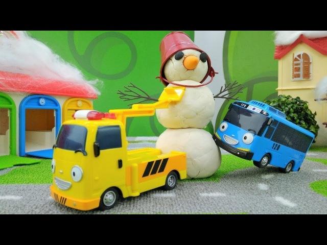 Vidéo en français pour enfants. Les bus Tayo. Un Bonhomme de neige