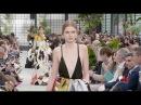 VALENTINO Fall 2018/2019 Paris - Fashion Channel