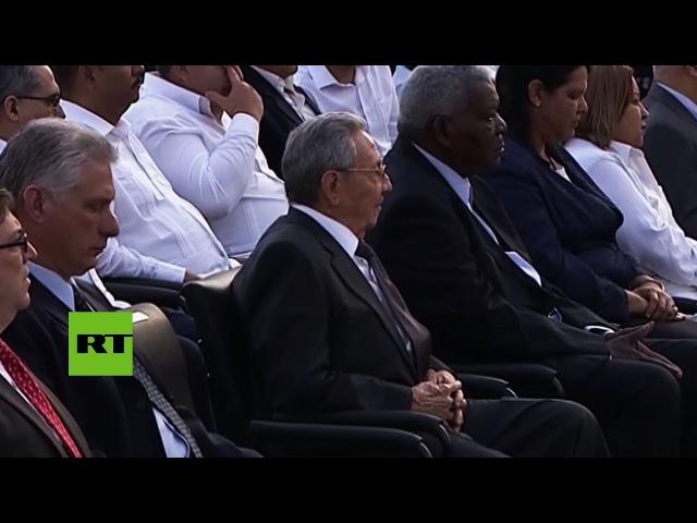 Raúl Castro asiste a la inauguración de una estatua de José Martí financiada por un museo de