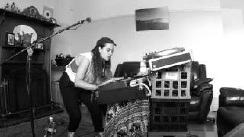 TASH SULTANA- GEMINI (LIVE BEDROOM RECORDING)