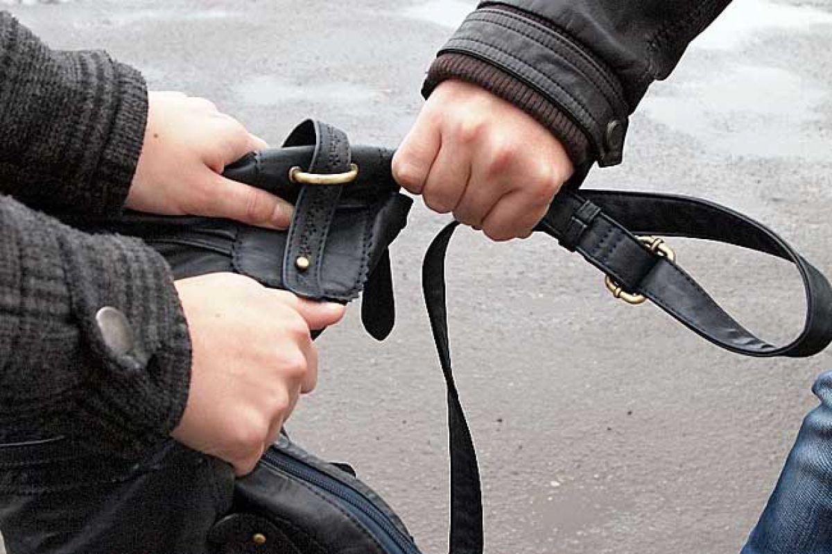 Жительница Таганрога самостоятельно отбилась от уличного грабителя