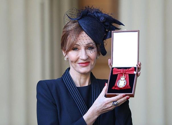 Джоан Роулинг получила редкий Орден Британской империи из рук принца Уильяма