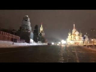 Ночью на стене Кремля, рядом со Спасской башней, появилась праздничная видеооткрытка-поздравление с  #8марта