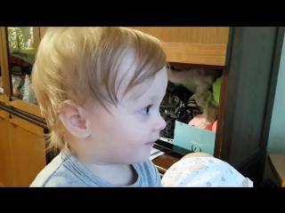 Малыш поёт как Витас