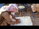Египет. Синай. Бедуины пекут лепёшки для туристов. 13 января 2018 г.