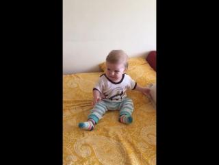 Müzikle Oynayan Bebek