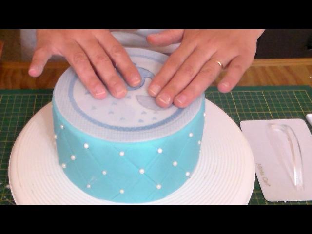 Como utilizar láminas comestibles en pasta para cubrir tortas
