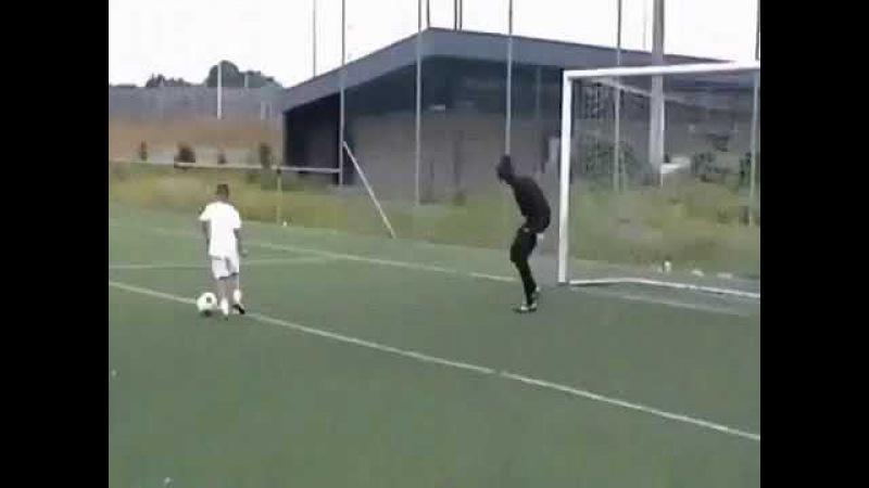 маленький гений футбола