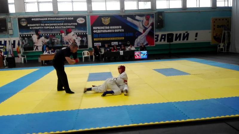 Миша Ключко (красный пояс)1 бой 10-11 лет до 39 кг.