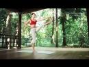 Поза вытяжения прямой ноги вперед в положении стоя Уттхита хаста падангуштхасана 1