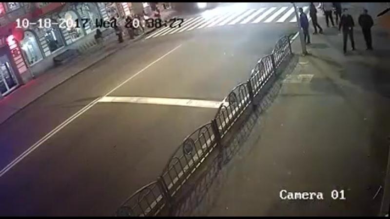 Страшное ДТП в Харькове ул Сумская. 5 человек погибло, 6 в больнице. Запись с камеры наблюдения 18.10.17