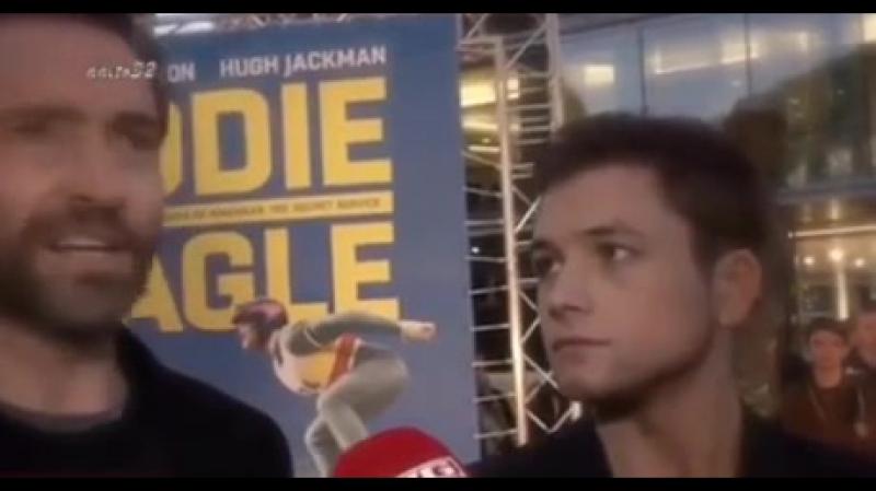 Мне нужен кто-то, кто бы смотрел на меня так же, как Тэрон Эджертон (Кингсман) смотрит на Хью Джекмана